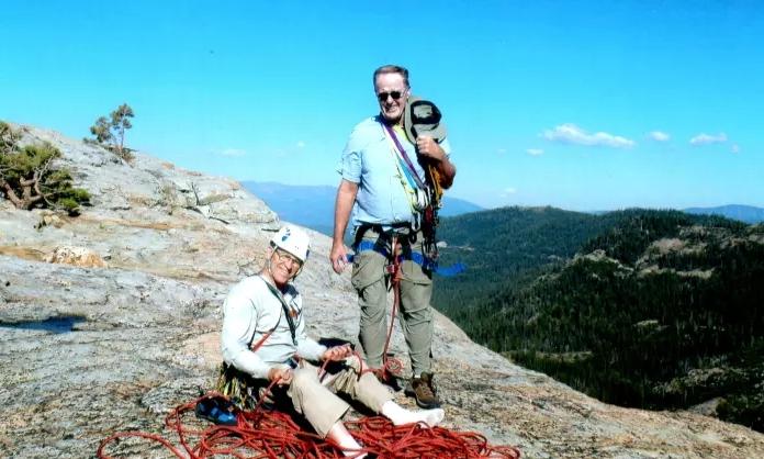 Джеффри Шаффер (Jeffrey Schaffer) - слева. На скалах. Фото  Jeffrey Schaffer