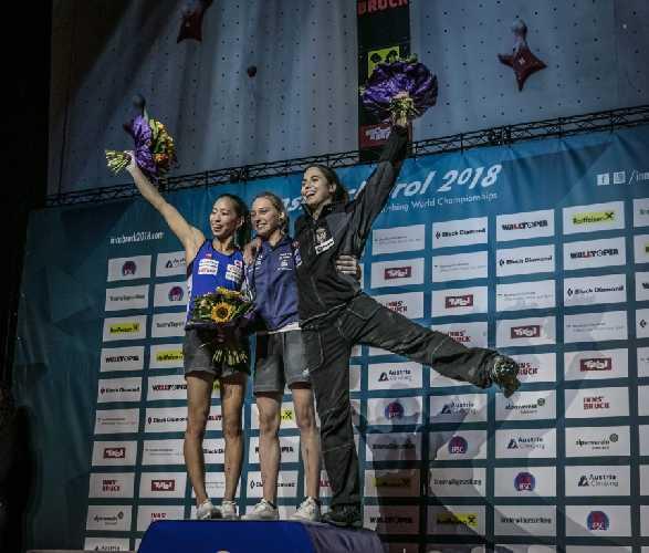 женский подиум Чемпионата Мира в дисциплине боулдеринг:  <br>1 место: Янья Гарнбрет (Janja Garnbret)<br> 2 место: Акио Ногучи (Akiyo Noguchi) <br>3 место: Стаса Геджо (Stasa Gejo)