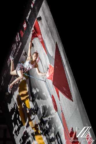 Янья Гарнбрет в комбинированном финале Чемпионата Мира по скалолазанию 2018