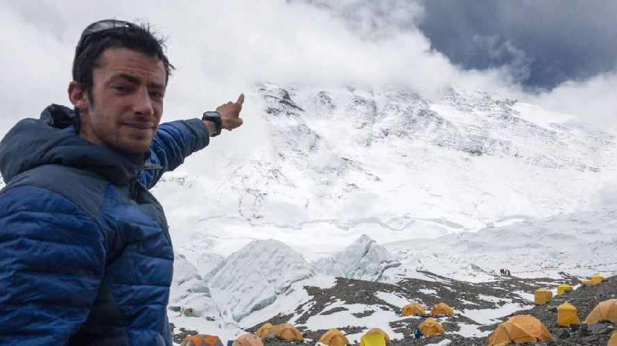 Килиан Жорнет (Kilian Jornet Burgada) в базовом лагере Эвереста, май 2017 года