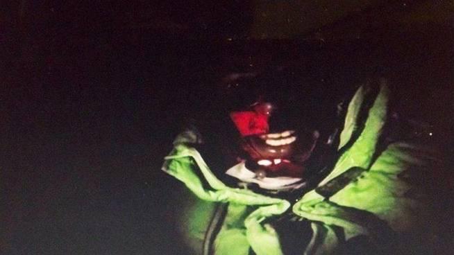 """Кадр из фильма """"Путь на Эверест"""" на котором Килиан утверждает что стоит на вершине горы"""