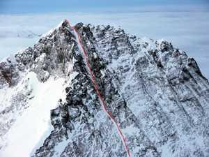 Совершен первый в истории горнолыжный спуск с вершины восьмитысячника Лхоцзе