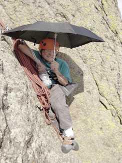 91-летний скалолаз Билл Вебер установил новый мировой рекорд, пройдя маршрут на вершину Башни Дьявола