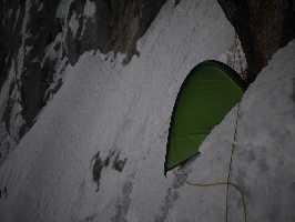 Первое восхождение по маршруту All Izz Well (VI WI5 M6, 1500m) по северо-восточной стене горы Киштвар (Cerro Kishtwar) высотой 6155 метров, что расположена в Индийских Гималаях. Фото Genki Narumi
