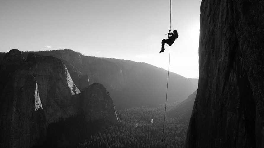"""Элеонора Дельнево (Eleonora Delnevo) на маршруте """"Zodiac"""" (16 веревок, 550 метров, 5.9 C3+) на вершину скалы Эль-Капитан."""