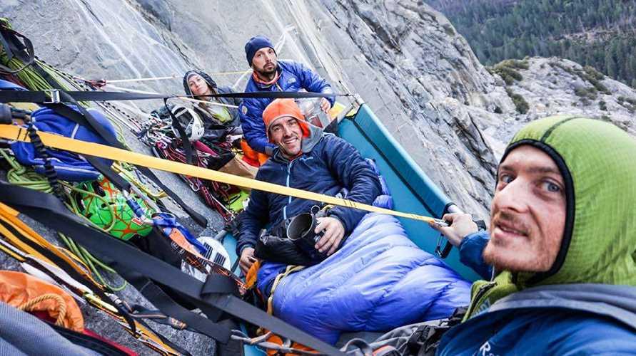 """Элеонора Дельнево (Eleonora Delnevo),  Мауро Джибеллини (Mauro Gibellini), Диего Пеццоли (Diego Pezzoli) и Антонио Поцци (Antonio Pozzi) на маршруте """"Zodiac"""" (16 веревок, 550 метров, 5.9 C3+) на вершину скалы Эль-Капитан."""