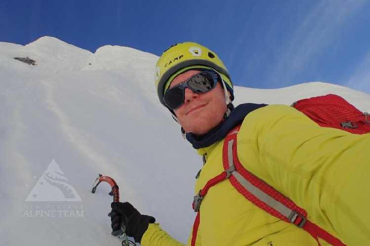 Бен Даре (Ben Dare) на маршруте «The Promise» на вершину горы Перси Смит (Percy Smith, 2465 м) в Новой Зеландии