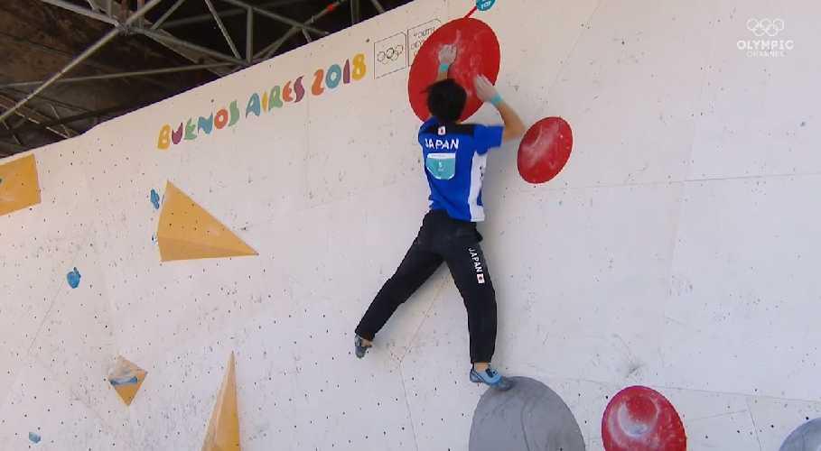 Кейта Дохи на финальных проблемах в дисциплине боулдеринг