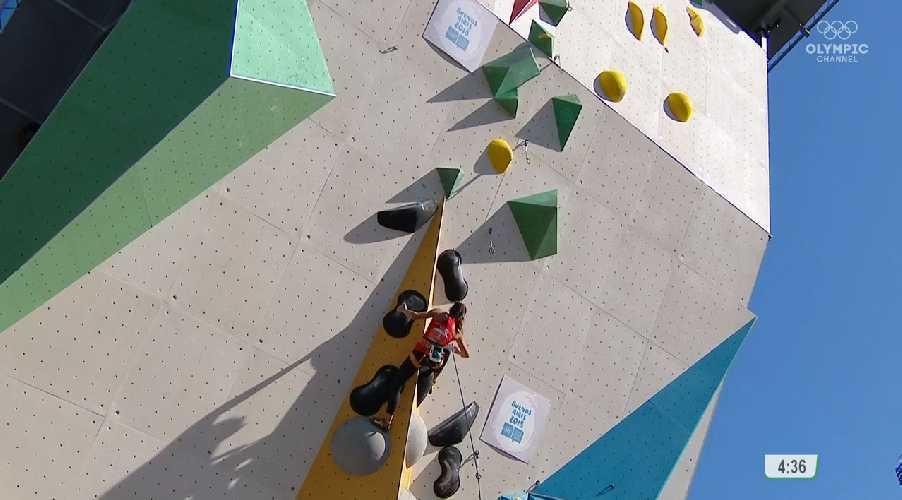 Лаура Ламмер на финальной трассе в дисциплине трудность