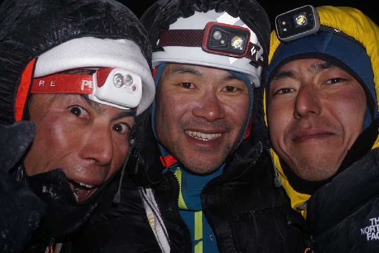 Генки Наруми (Genki Narumi), Юсукэ Сато (Yusuke Sato) и Хикори Ямамото (Hiroki Yamamoto) на вершине горы Киштвар (Cerro Kishtwar). Фото Genki Narumi