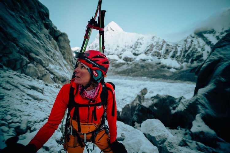 Хилари Нельсон (Hilaree Nelson) на ледопаде Кхумбу. Фото NICK KALISZ