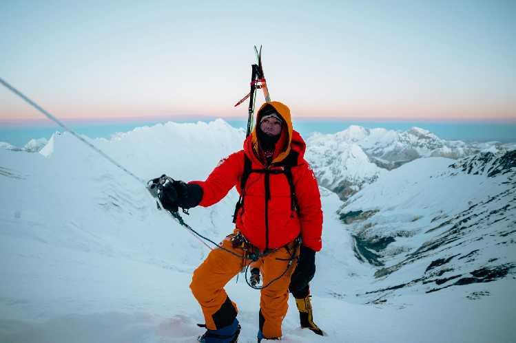 Хилари Нельсон (Hilaree Nelson) в восхождении на вершину Лхоцзе перед первым в истории горнолыжным спуском. Фото NICK KALISZ