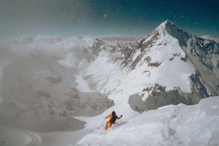 Джеймс Уайт Моррисон (James White Morrison) в первом в истории горнолыжном спуске с вершины Лхоцзе. Фото NICK KALISZ