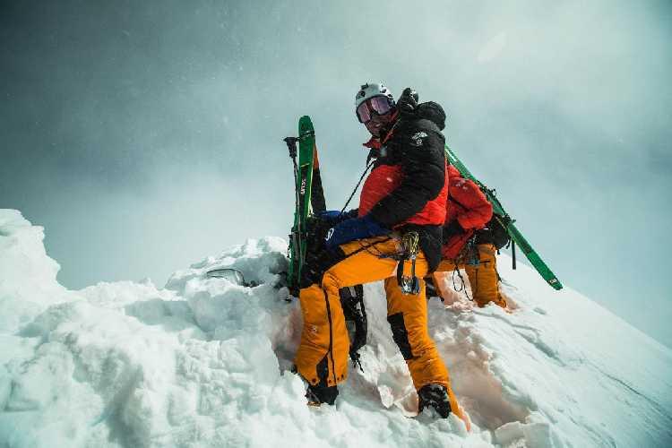 Джеймс Уайт Моррисон (James White Morrison) на вершине Лхоцзе перед первым в истории горнолыжным спуском. Фото NICK KALISZ