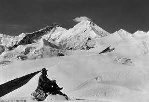 На Эверест с курительной трубкой и шляпой: оцифрованы уникальные фотографии экспедиции Джорджа Мэллори
