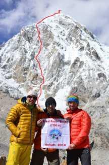 Румынские альпинисты открывают новый маршрут на непальскую вершину Пумори