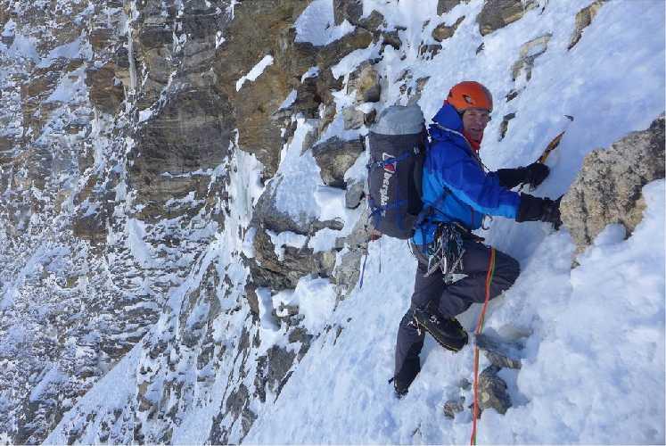 Мик Фаулер (Mick Fowler) в восхождении на  Хагшу Пик (Hagshu Peak, 6515 м, Восточный Киштвар, Индия). Фото Mick Fowler