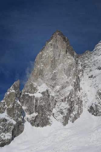 южная башня пика Серро-Сан-Лоренцо ( Cerro San Lorenzo, 3150 метров)