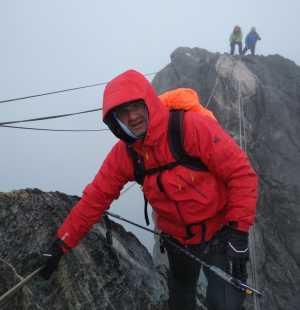 Впервые альпинист из Азербайджана поднялся на гору Пирамида Карстенс - высочайшую вершину Австралийского континента