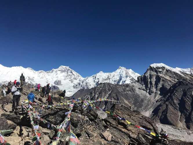 Вид на Нупла Кханг (Nupla Khang) высотой 6861 метров. Фото Garrett Madison
