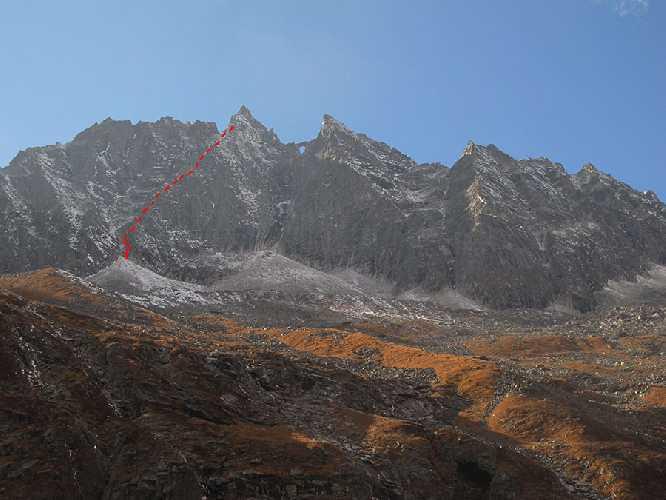 Маршрут Non complessa по юго-западному кулуару пика Мугу (Mugu Peaks) высотой 5467 метров. Фото Anna Torretta