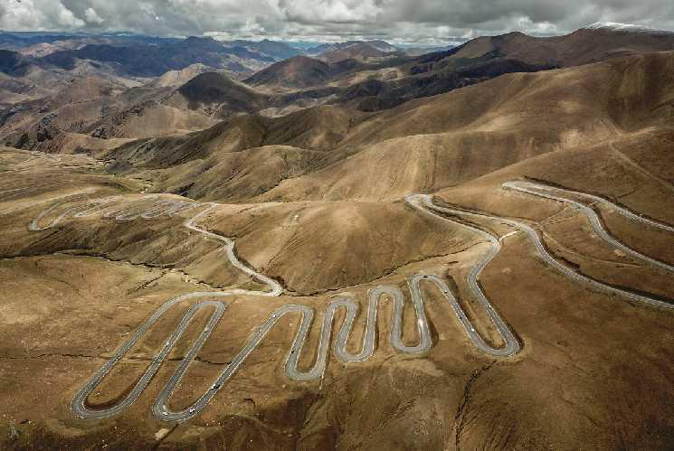 Дорога к базовому лагерю Эвереста в Тибете. Фото Xinhua