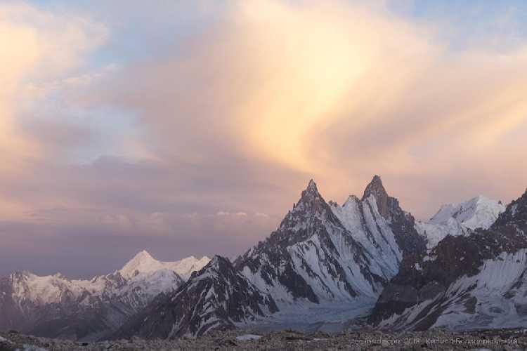 Безымянные вершины над ледником Гур восточный, правым притоком Биафо. Фото Кирилл Белоцерковский