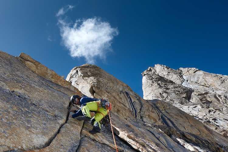Восхождение Александра Хубера (Alex Huber) и Фабиана Буля (Fabian Buhl) на вершину пика Чоктой Ри (Choktoi Ri) 6166 метров. Фото  Alex Huber / Fabian Buhl)