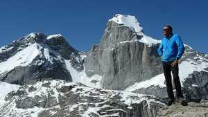 Итальянские альпинисты открывают новый маршрут на ране не покорённую вершину в Пакистане пик Кирис (Kiris Peak ) высотой 5428 метра