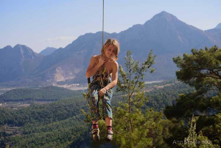 Илья Бахмет-Смоленский на скалах Турции. Фото Анна Смоленская