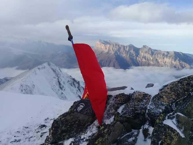 На вершине пика Чингиза Айтматова