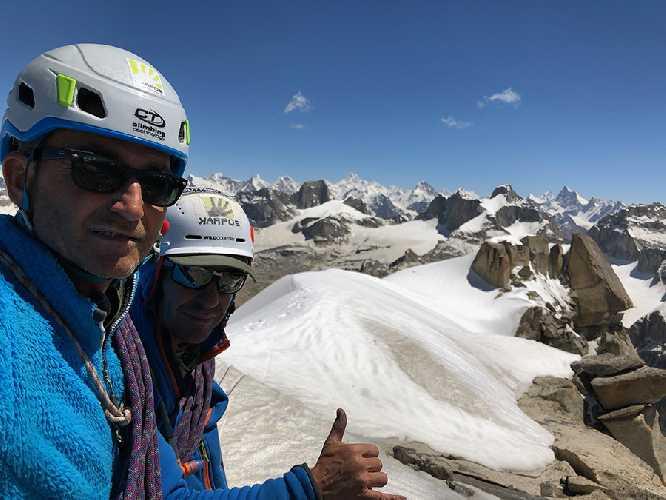 Маурицио Джордани (Maurizio Giordani) и Массимо Флетти (Massimo Faletti) на вершине пик Кирис (Kiris Peak ) высотой 5428 метра, Пакистан. Фото Maurizio Giordani