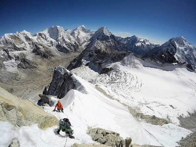 Восхождение по маршруту Bihâna на непальскую вершину Лангдунг (Mount Langdung, 6357м)