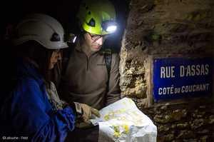 Изучение подземных катакомб Парижа