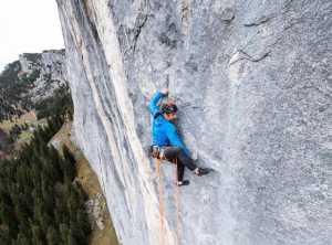 Алекс Хубер открывает новый мультипитчевый маршрут на вертикальной скале Elefantenbauch