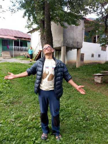 Валера в Мазери. Он принял душ и одел новую футболку. Фото Сергей Дидора