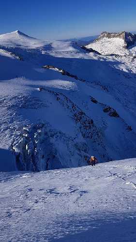 маршрут Russisches Roulette по северной стене австрийской горы Кристалванд (Kristallwand) высотой 3310 метров. Фото Matthias Wurzer, Peter Wurzer