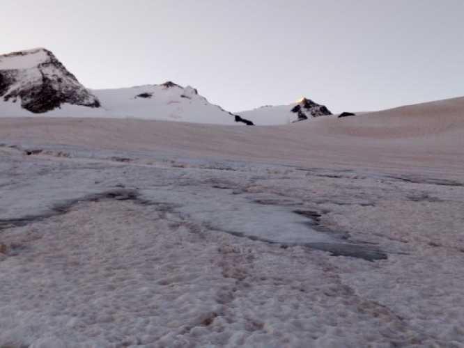 """Вот такой """"трезубец"""" виден с ледника. Слева - северная, центр - центральная и южная Лайла. Фото Сергей Дидора"""