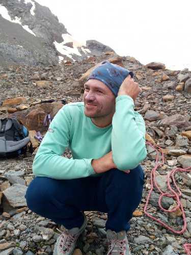 Дима в лагере под Лайлой. Слушает байки. Фото Сергей Дидора