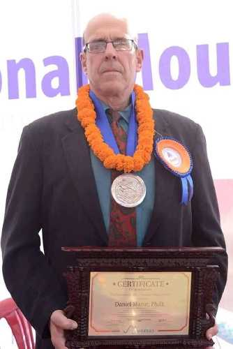 "Дэн Мазур (Daniel Mazur) награжден медалью ""Горное наследие Сэра Эдмунда Хиллари"" (The Sir Edmund Hillary Mountain Legacy Medal). Фото Daniel Mazur"