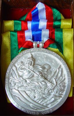 """медаль """"Горное наследие Сэра Эдмунда Хиллари"""" (The Sir Edmund Hillary Mountain Legacy Medal)."""