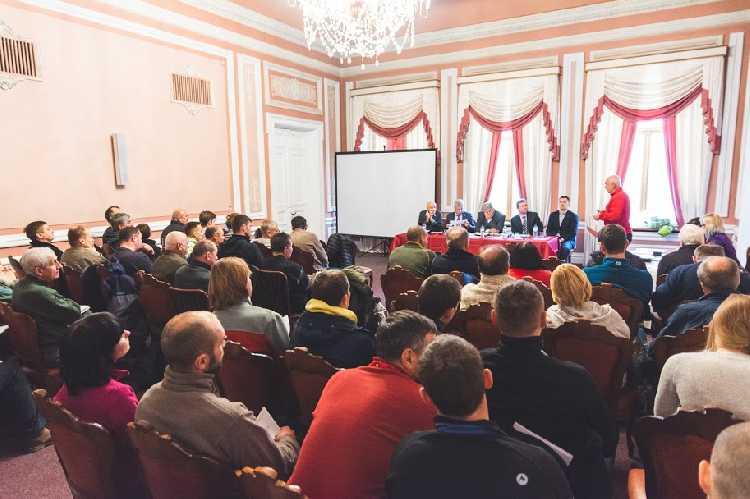 ежегодная конференция Федерации альпинизма и скалолазания Украины.  Фото Станислава Яндульского