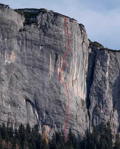 """Маршрут под названием """"Mauerläufer"""" на  гладкой, вертикальной скале Elefantenbauch в Австрии. Фото Alex Huber"""