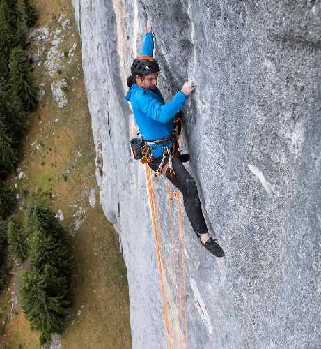 """Александр Хубер (Alex Huber) на маршруте под названием """"Mauerläufer"""" на  гладкой, вертикальной скале Elefantenbauch в Австрии. Фото Alex Huber"""