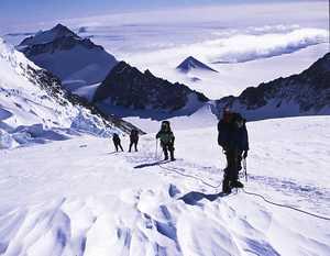Более 40 альпинистов застряли на горе Винсон в Антарктиде из-за непогоды