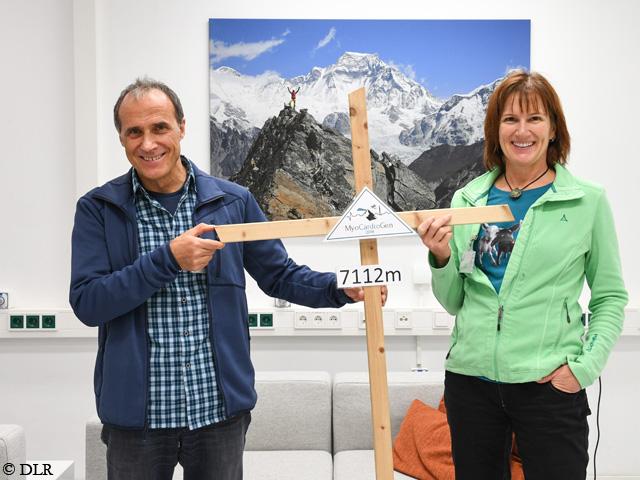 Нэнси Хансен (Nancy Hansen) и Ральф Дуймовиц (Ralf Dujmovits) в Немецком аэрокосмическом центре (DLR) в Кельне. Фото DLR
