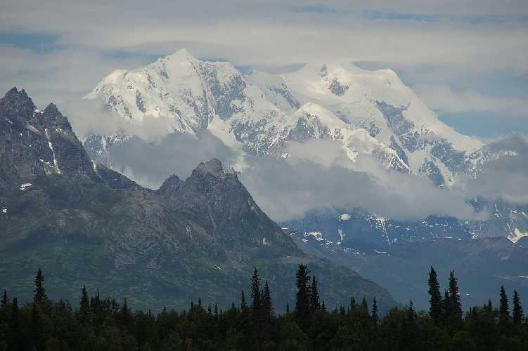 горы Хантер (Mount Hunter / Begguya) высотой 4442 метра