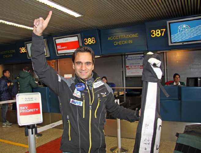 Даниэль Нарди (Daniele Nardi) в аэропорту Милана. Фото radio24 . ilsole24ore . com
