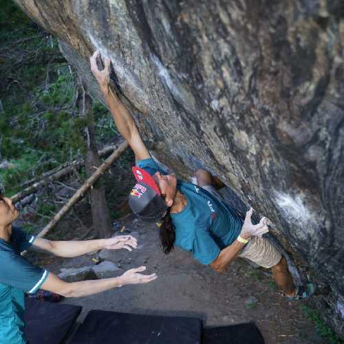 Рустам Гельманов на боулдеринговой проблеме Minds (V16) в Rocky Mountain National Park, Колорадо. Фото Eddie Fowke / The Circuit Climbing
