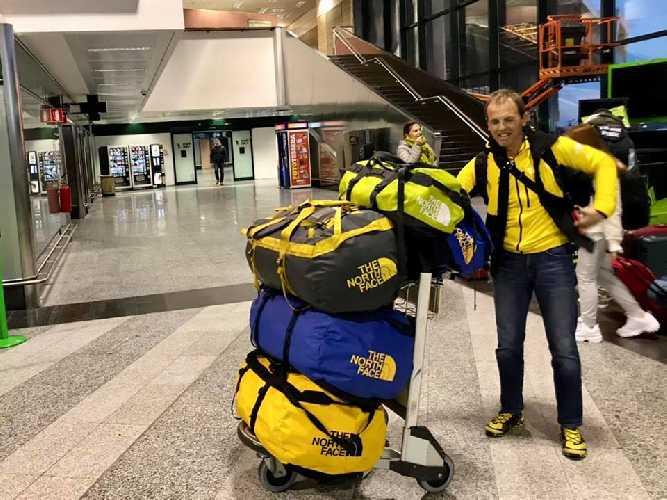 Симоне Моро (Simone Moro) вылетел из международного аэропорта Мальпенса. Фото Simone Moro